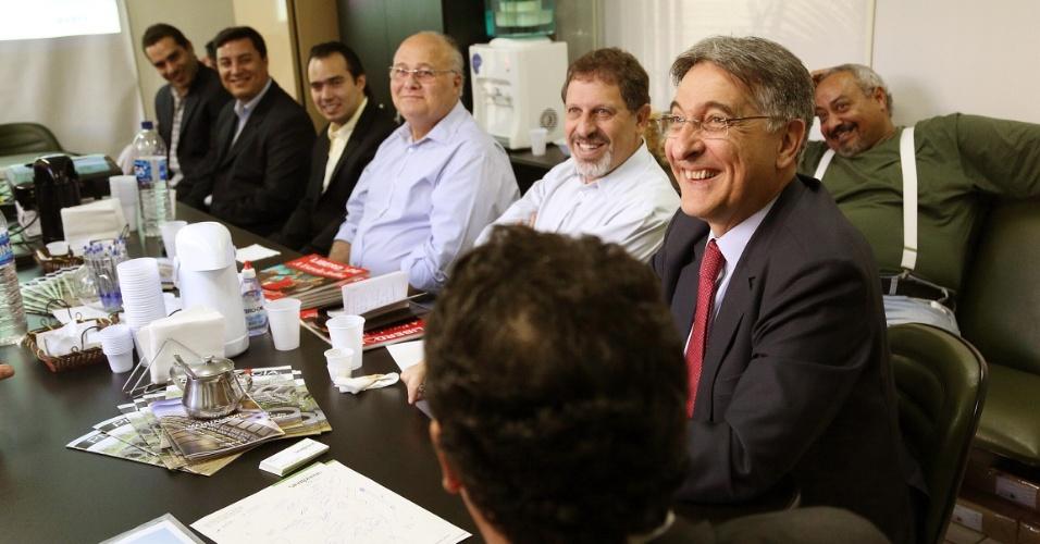 5.ago.2014 - O candidato do PT ao governo de Minas Gerais, Fernando Pimentel, participou de reunião com representantes no Sindpneus (Sindicato das Empresas de Revenda e Prestação de Serviços de Reforma de Pneus e Similares de Minas Gerais), nesta terça-feira (5)