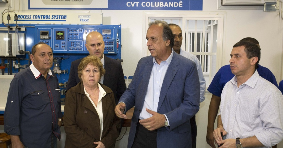 5.ago.2014 - O governador do Rio de Janeiro, Luiz Fernando Pezão (PMDB), candidato à reeleição, visitou  Centro Vocacional Tecnológico, na capital fluminense