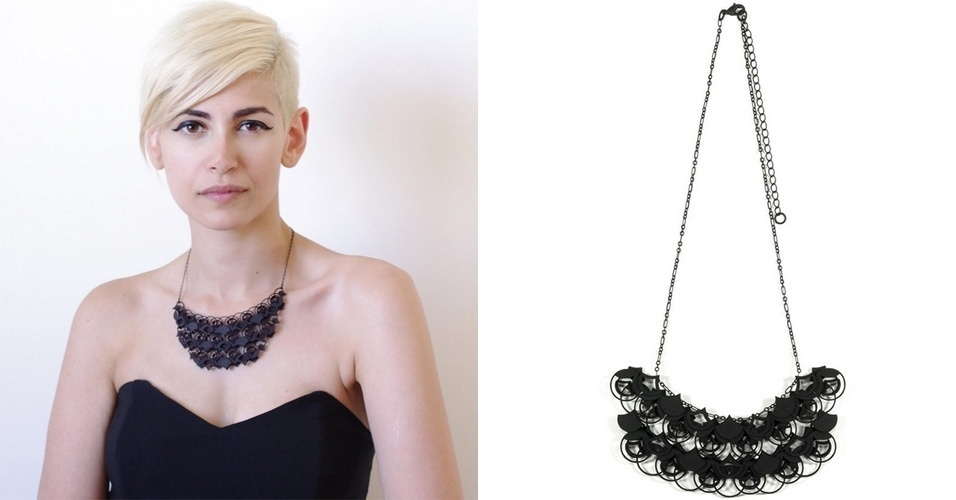 A loja virtual Ann x Ann x Design vende colares feitos com impressora 3D - o modelo da esquerda custa US$ 65 (cerca de R$ 148), enquanto o da direita sai por US$ 60 (cerca de R$ 136). As peças são feitas de plástico, e a produção é realizada na cidade de Nova York (EUA)