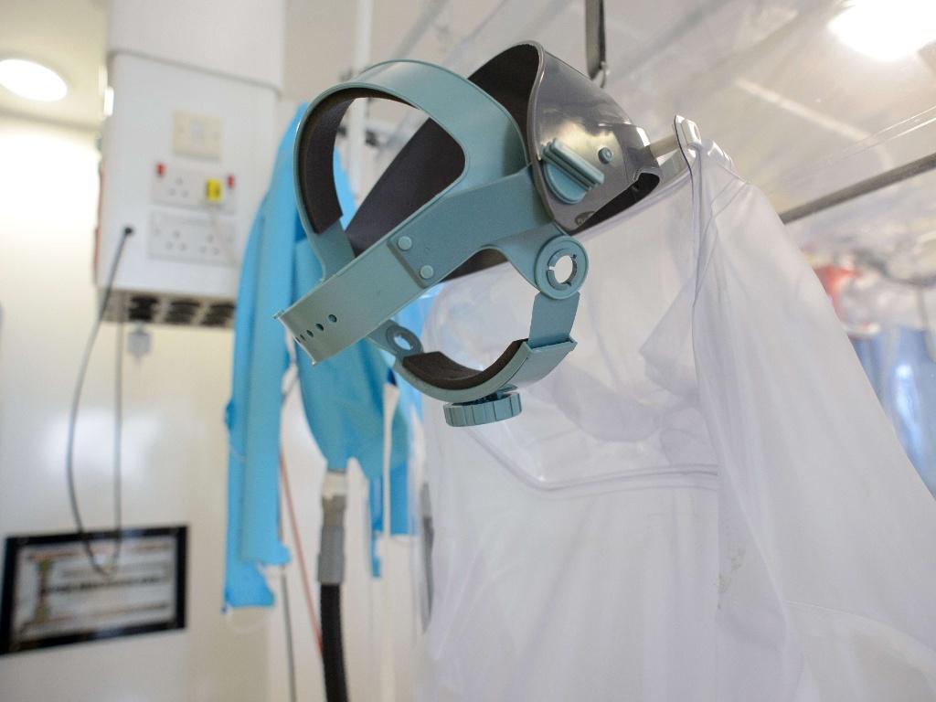 557f54a6cfe8a 6ago2014---equipamentos-de-protecao-individual-sao-apresentados-no-royal-free-hospital-no-norte-de-londres-nesta-quarta-feira-6-durante-preparacao-para-  ...