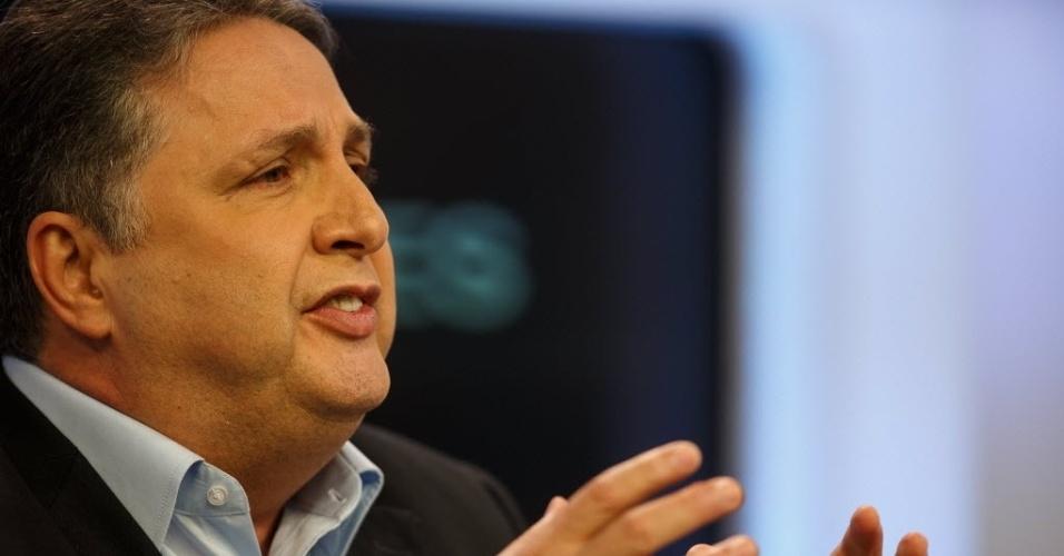 6.ago.2014 - O candidato do PR ao governo do Estado do Rio de Janeiro, Anthony Garotinho, participa de sabatina promovida pelo UOL, pela