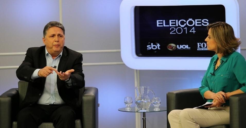 """6.ago.2014 - O candidato do PR ao governo do Estado do Rio de Janeiro, Anthony Garotinho, participa de sabatina promovida pelo UOL, pela """"Folha de S.Paulo"""" e pelo """"SBT"""". Ao justificar os altos índices de rejeição apontado nas pesquisas de opinião, Garotinho disse acreditar que o povo do Rio de Janeiro tem uma """"paixão secreta"""" por ele"""