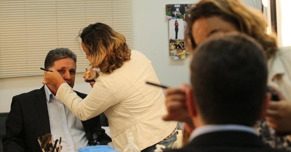 6.ago.2014 - O candidato do PR ao governo do Estado do Rio de Janeiro, Anthony Garotinho, se prepara para participar de sabatina promovida pelo UOL, pela