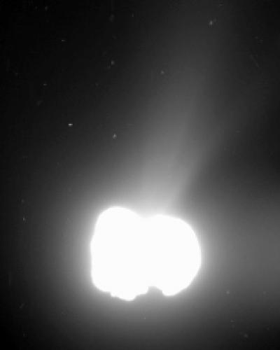 6.ago.2014 - Sonda europeia Rosetta registra imagem do cometa 67P/ Churyumov-Gerasimenko a 550 quilômetros de distância da nave, que se aproximou para investigar a estrutura e composição do astro. Uma das teorias sobre o início da vida na Terra postula que os primeiros ingredientes da chamada