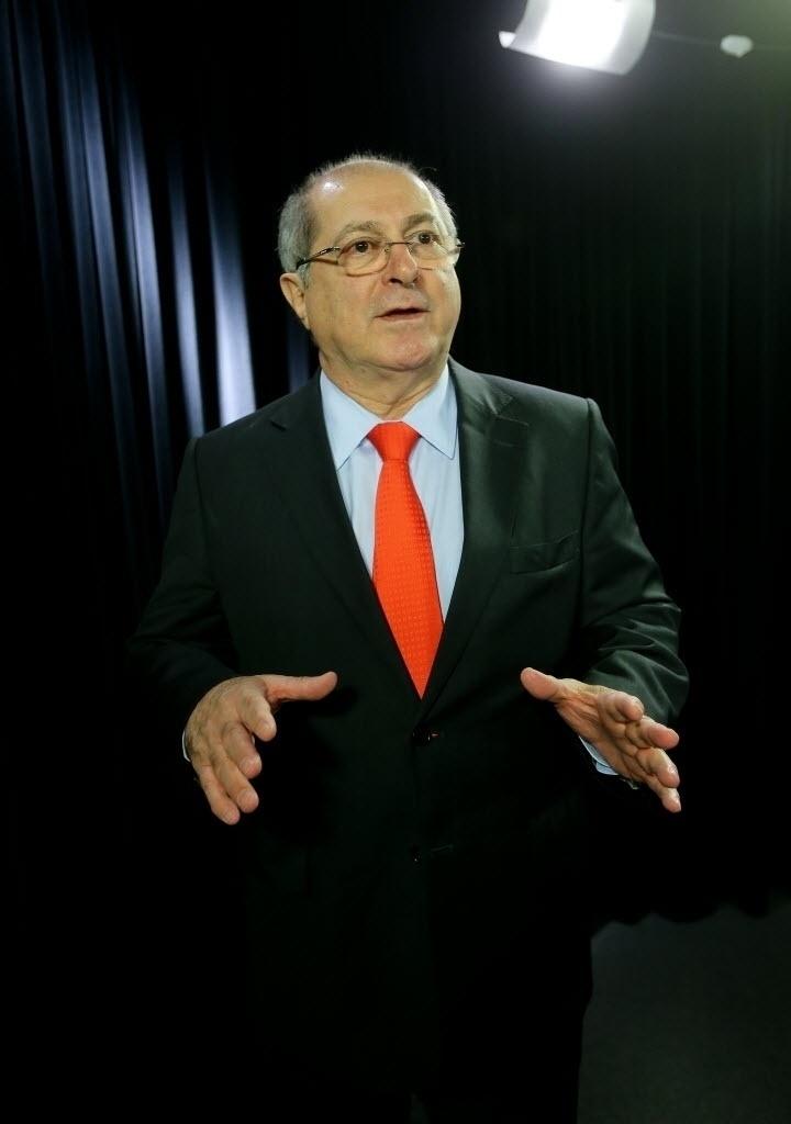 Paulo Bernardo, ministro das Comunicações, concedeu entrevista ao UOL e à Folha em 6.ago.2014. A gravação ocorreu no estúdio do UOL, em Brasília.