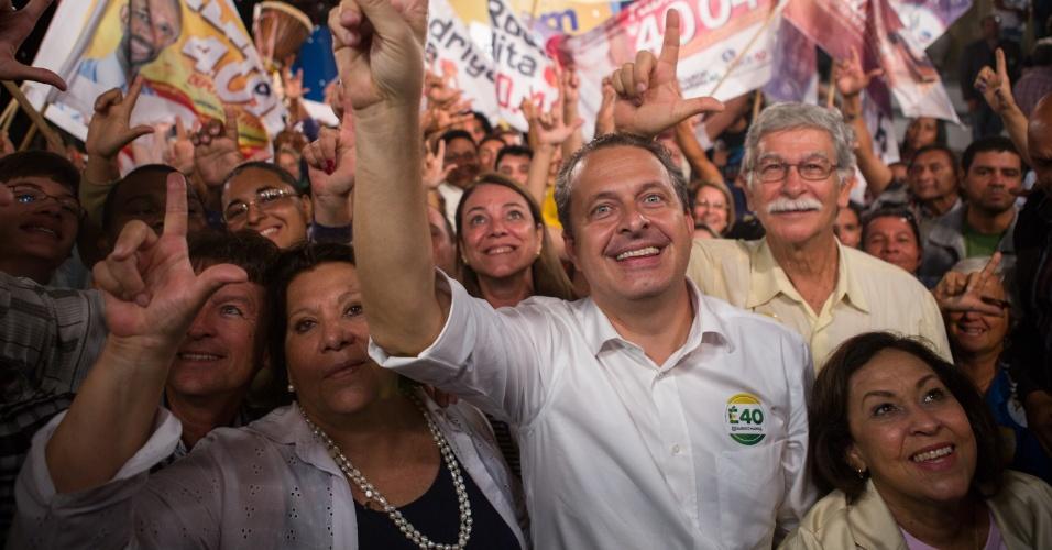 7.ago.2014 - O candidato do PSB à Presidência da República, Eduardo Campos, caminha ao lado da candidata ao governo da Bahia pelo PSB, Lídice da Mata (à dir. de Campos), pelas ruas do Pelourinho, em Salvador