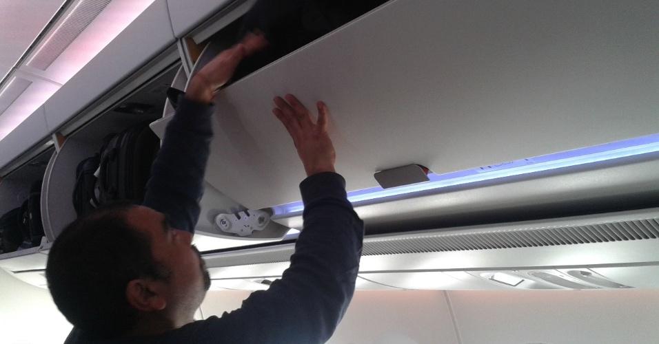 O A350 XWB, novo avião da Airbus que ainda está em fase de testes, terá um espaço maior para bagagens, comportando mais de uma mala pequena por passageiro