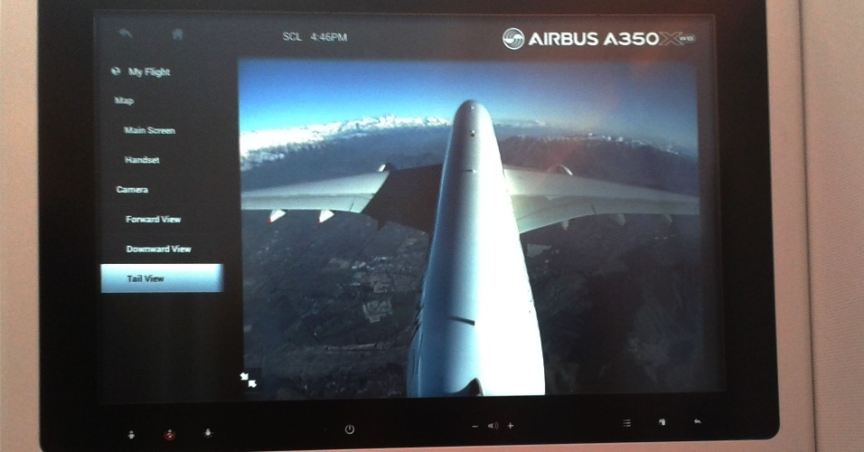 O A350 XWB, novo avião da Airbus, tem câmeras acopladas ao corpo da aeronave que permitem que o passageiro observe a paisagem de uma perspectiva panorâmica