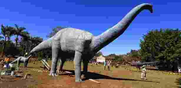Reconstrução do Uberabatitan riberoi em museu dos dinossauros, em Uberaba - Silva Junior/Folhapress
