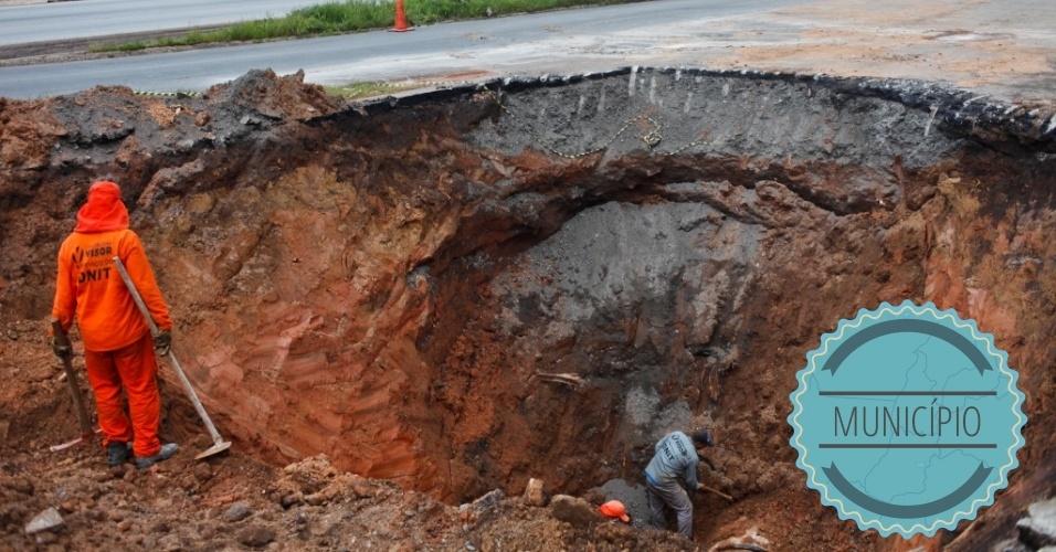 MANUTENÇÃO DE RUAS/PAVIMENTAÇÃO: Este é um serviço de responsabilidade do município, exceto em rodovias federais e vias administradas por concessionárias privadas