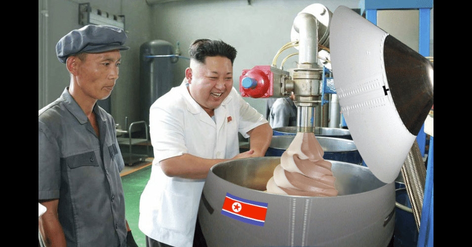 O líder da Coreia do Norte, Kim Jong-Un, ganhou notoriedade mundial com declarações polêmicas e virou piada na web. Uma foto de Jong-Un, divulgada pela agência oficial do país, mostrou o líder sorridente enquanto visitava uma fábrica de lubrificantes. A imagem ganhou diversas versões nas mãos dos usuários do fórum de compartilhamento Reddit
