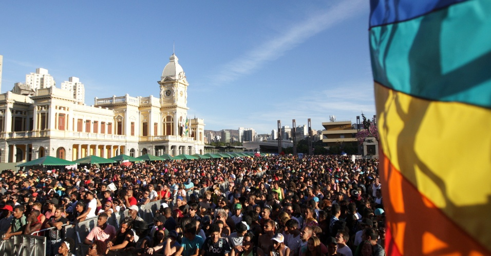 10.ago.2014 - Ativistas lotam o centro de Belo Horizonte, em Minas Gerais, durante a 17ª Parada do Orgulho LGBT (Lésbicas, Gays, Bissexuais, Travestis e Transexuais)