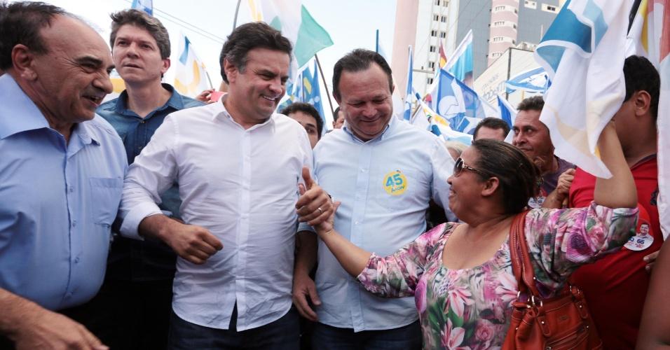 12.ago.2014 - O candidato à Presidência da República pelo PSDB, Aécio Neves, participa de uma caminhada em Imperatriz, no Maranhão, nesta terça-feira (12)