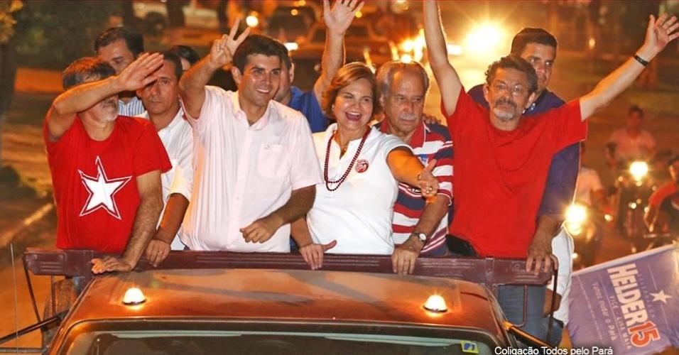 12.ago.2014 - O candidato ao governo do Pará pelo PMDB, Helder Barbalho, faz carreata ao lado de Ana Julia Carepa (PT), candidata a deputada federal pelo Pará