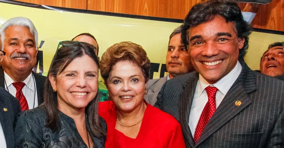 10.jun.2014 - Lobão Filho (direita), candidato do PMDB e da coligação