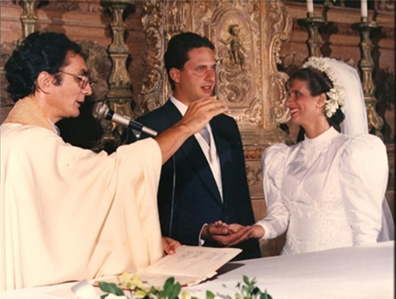 1991 - Eduardo Campos se casou com Renata em 1991, na igreja do Monte dos Guararapes, em Jaboatão dos Guararapes, na região metropolitana do Recife. Eles foram vizinhos quando crianças e começaram a namorar ainda durante a adolescência