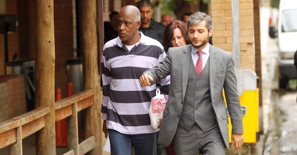 15.ago.2014 - O franco-argelino Lamine Fofana deixou o Complexo  Penitenciário 5734c7fab5e97
