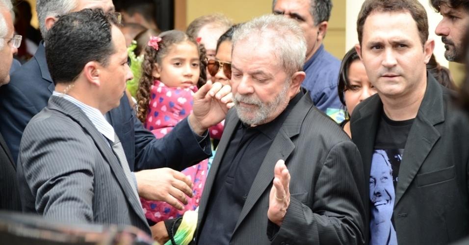 17.ago.2014 - Ex-presidente Lula deixou o velório de Eduardo Campos visivelmente abatido neste domingo (17), no Recife (PE). Campos morreu em um acidente de avião na última quarta-feira; seu corpo está sendo velado no Palácio do Campo das Princesas, sede do governo estadual, desde a madrugada deste domingo