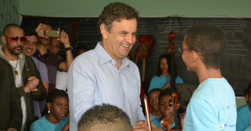 18.ago.2014 - O candidato do PSDB à Presidência visita a favela Dona Marta, em Botafogo, na zona sul do Rio de Janeiro
