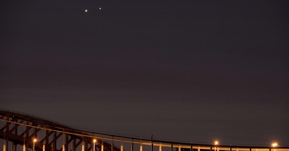 18.ago.2014 - Os dois planetas surgiram no céu separados por aproximadamente 0.25 graus vistos da Terra. Esse grau de proximidade pode ser observado por 45 minutos, antes do nascer do sol nesta segunda-feira (18)