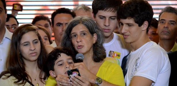 Renata Campos participa junto com os filhos de encontro com lideranças do PSB