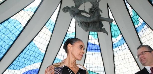 A ex-senadora Marina Silva (PSB) participa da missa de sétimo dia do falecimento de Eduardo Campos na Catedral Metropolitana de Brasília
