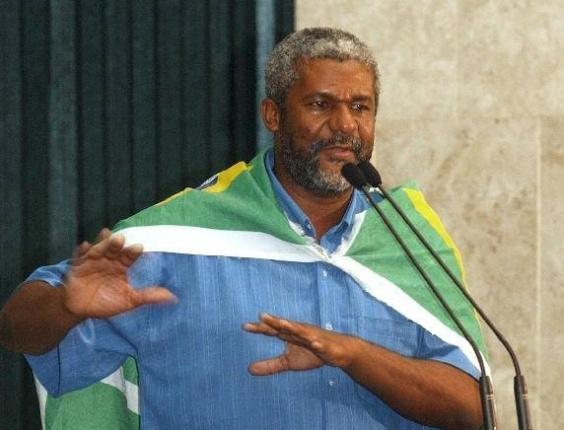Sebastião Nicomedes, ex-morador de rua, poeta, escritor