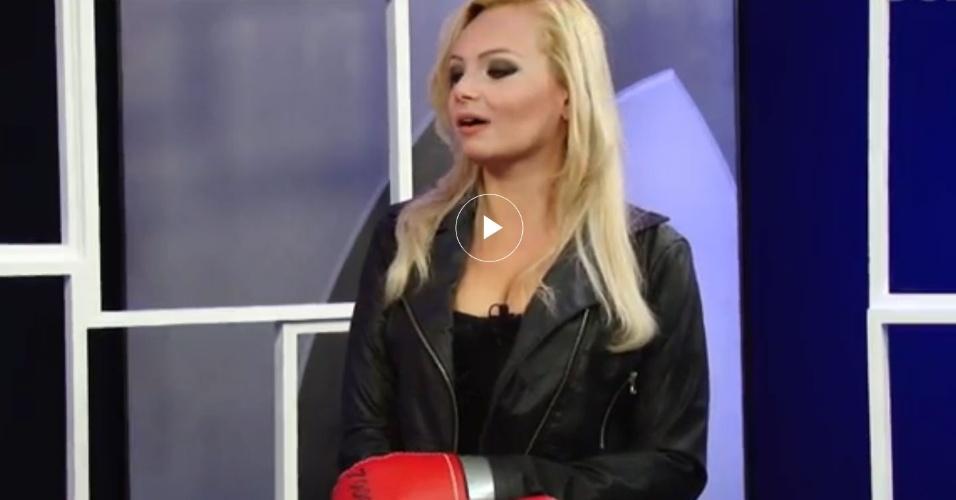 20.ago.2014 - Mulher Pêra no trailer do debate com Kid Bengala e Toninho do Diabo