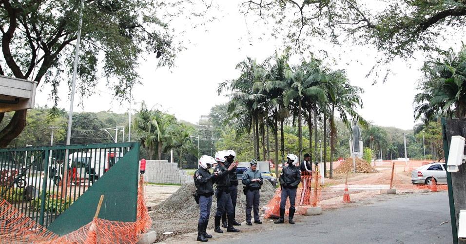 20.ago.2014 -  Portão 1 da USP foi liberado após confronto entre grevistas e PM na manhã desta quarta