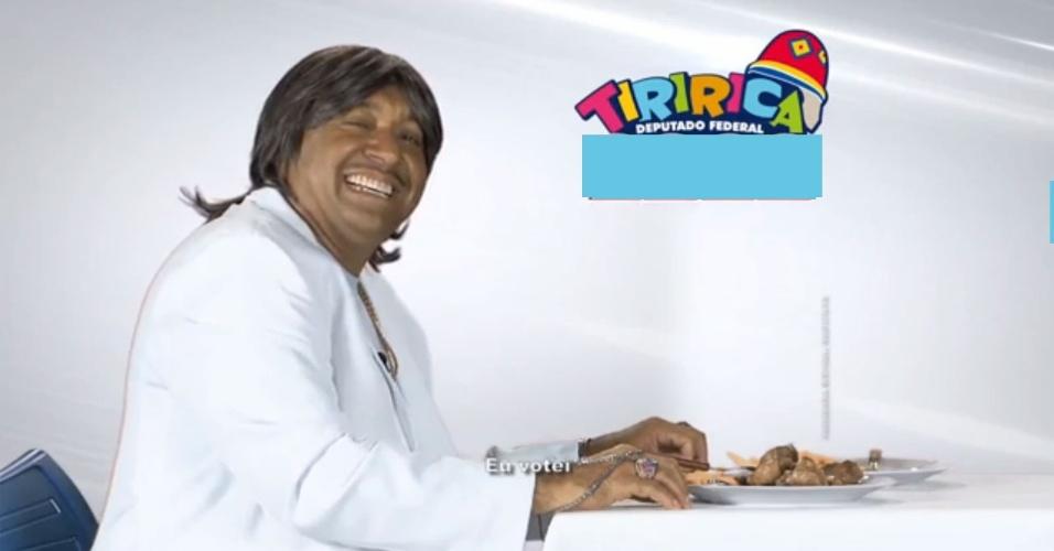 12.ago.2014 - Print horário eleitoral - Tiririca faz paródia com Friboi e Roberto Carlos