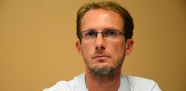 O médico carioca Paulo Reis, 42, trabalhou por um mês com pacientes infectados com o vírus ebola em um hospital de Serra Leoa - Marcelo Fonseca/Estadão Conteúdo