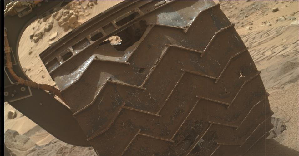 24.ago.2014 - Danos inesperados nas rodas podem encurtar o tempo total da missão do jipe Curiosity