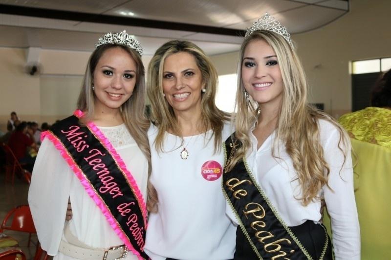 25.ago.2014 - No centro da foto, a deputada federal Cida Borghetti (PROS), candidata à vice-governadora do Paraná