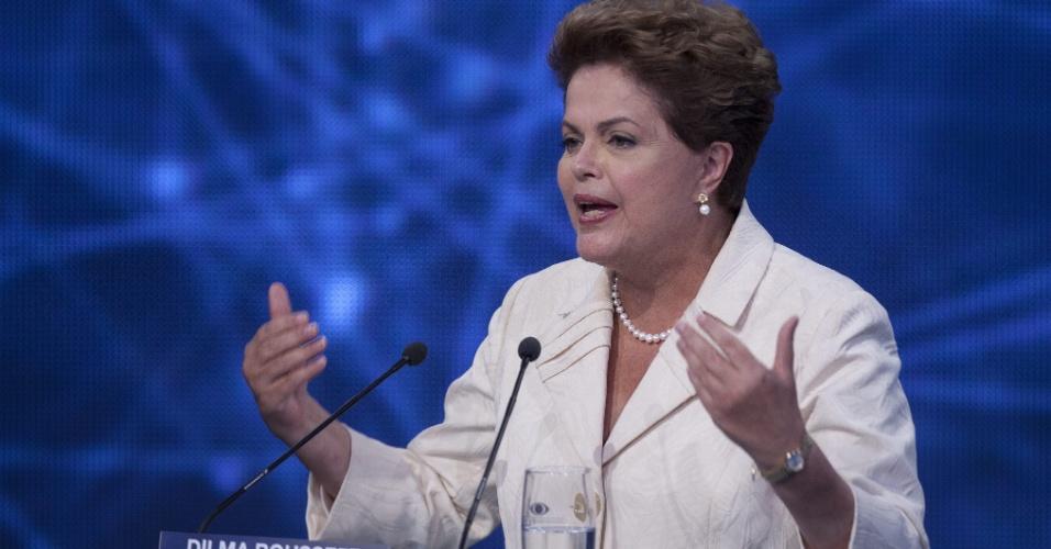 26.ago.2014 - A candidata à reeleição, presidente Dilma Rousseff (PT), participa do primeiro debate entre os concorrentes à Presidência, promovido pela TV Bandeirantes nesta terça-feira
