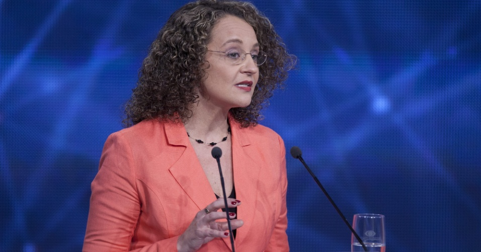 26.ago.2014 - A candidata Luciana Genro (PSOL) participa do primeiro debate entre os concorrentes à Presidência, promovido pela TV Bandeirantes nesta terça-feira