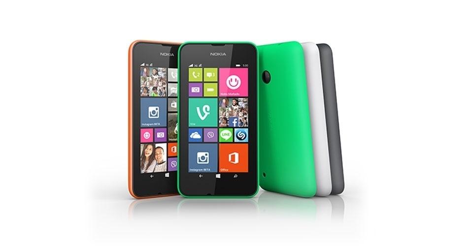 27.ago.2014 - A Nokia anunciou o lançamento do smartphone Lumia 530 Dual Sim (com suporte a dois chips) no Brasil. O aparelho tem tela de 4 polegadas, sistema operacional Windows 8.1, câmera traseira de 5 megapixels, processador quad-core (quatro núcleos) de 1,2 GHz, 4 GB para armazenamento (expansível até 128 GB com cartão de memória) e 512 MB de memória RAM. O aparelho tem preço sugerido de R$ 399