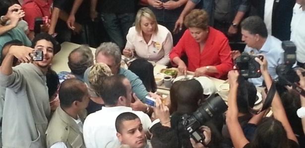 A presidente e almoça com Garotinho em restaurante popular no Rio de Janeiro