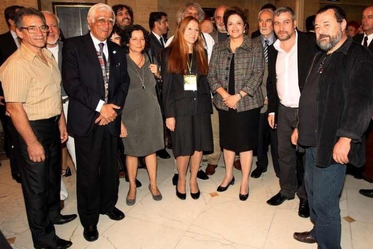 Em entrevistas, o cartunista Ziraldo (segundo da esquerda para a direita) já chegou a declarar que ama Dilma Rousseff, candidata do PT