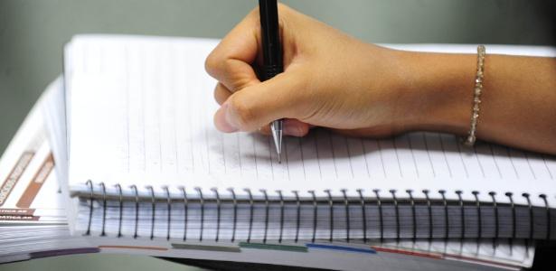 Fugir do tema pode zerar sua nota na redação do Enem, diz professora Cida Custódio, do Curso e Colégio Objetivo - Junior Lago/UOL