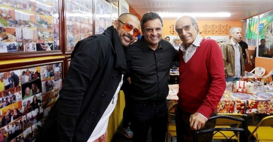 José Júnior, líder da ONG AfroReggae, e o escritor Affonso Romano de Sant'Anna são apoiadores de Aécio Neves