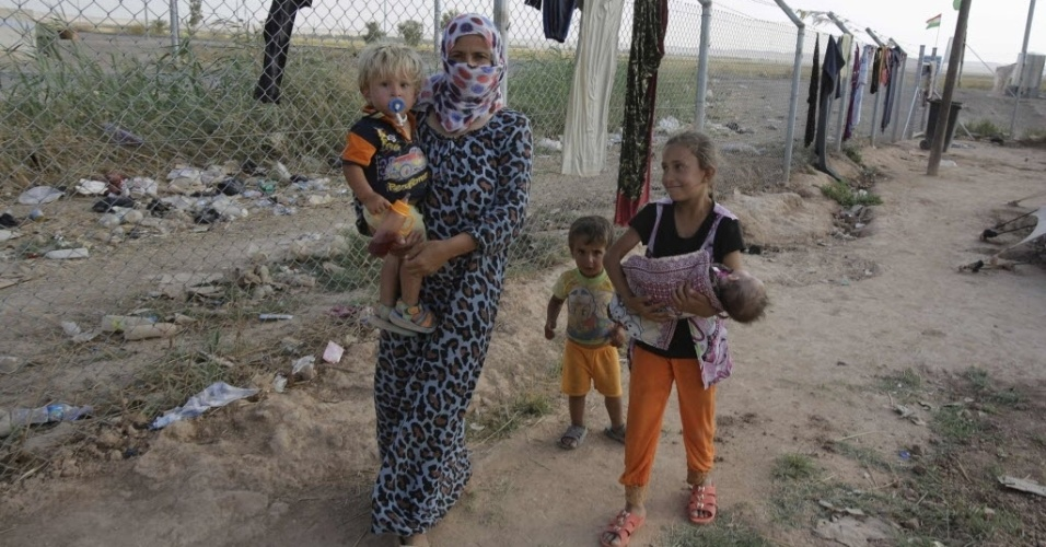 28.ago.2014 - Civis buscam abrigo em campos de refugiados, após fugirem do avanço dos jihadistas do Estado Islâmico no Iraque