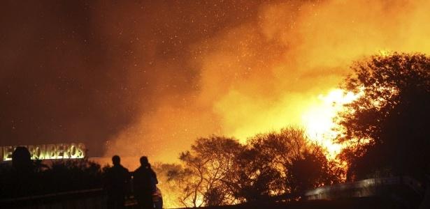 Incêndio florestal atingiu área montanhosa de Cádiz, na Espanha, em agosto - A.Carrasco Ragel/Efe