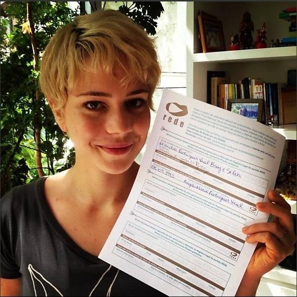 A atriz Leandra Leal --que apoiou a criação da Rede Sustentabilidade, de Marina Silva, no ano passado-- gostou do desempenho da candidata do PSB no primeiro debate à Presidência da República.