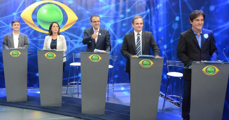 28.ago.2014 - Participam de debate os candidatos ao governo do Rio Grande do Norte, da esquerda para a direita,  Robério Paulino (PSOL), Simone Dutra (PSTU), Henrique Alves (PMDB),  Araken Farias (PSL), Robinson Faria (PSD)