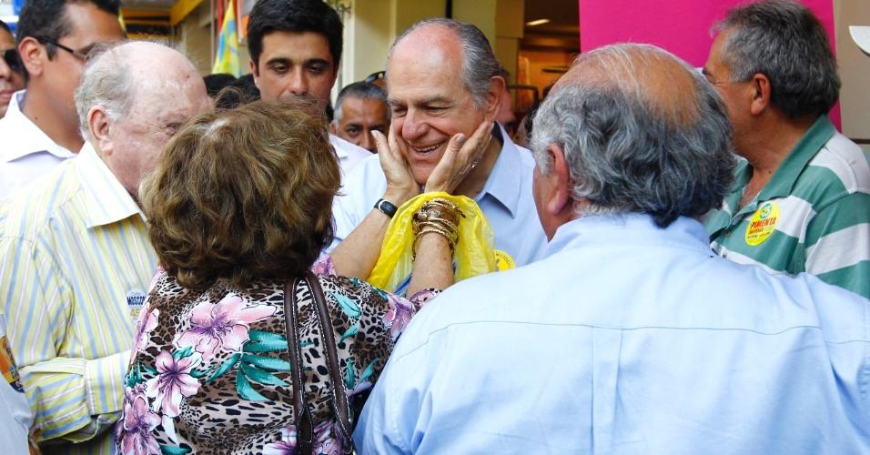 29.ago.2014 - O candidato a governador de Minas Gerais Pimenta da Veiga (PSDB) visita a cidade de Pouso Alegre, no sul de Minas Gerais