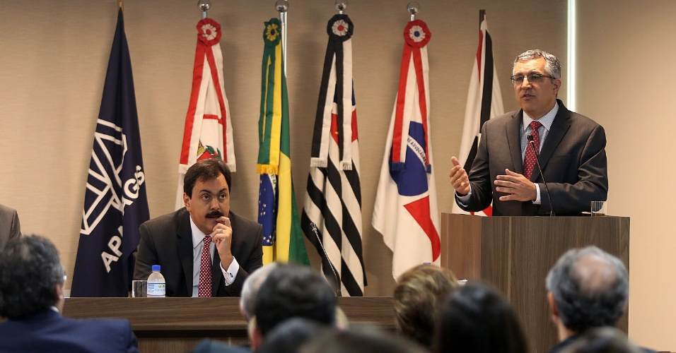 29.ago.2014 - O candidato ao governo de São Paulo Alexandre Padilha (PT) ministra palestra e participa de debate sobre temas ligados ao Judiciário, democratização da Justiça e sistema carcerário na sede da OAB-SP, nesta sexta-feira (29)