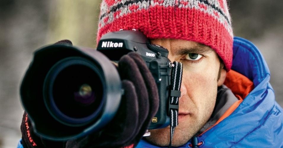 """1º.set.2014 - """"A ideia de iluminar cascatas de gelo naceu em uma reunião com o pessoal da Mammut"""", diz o fotógrafo Thomas Senf. """"Fazia muito tempo que pensava em como trabalhar com a luz artificial, algo que só é possível em um estúdio fotográfico ou em montanhas com muito espaço interno"""""""