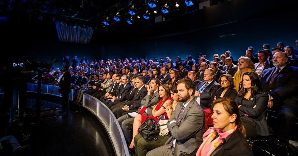 1º.set.2014 - Auditório assiste a debate dos candidatos à Presidência da República promovido pelo UOL, Folha de S. Paulo, SBT e a rádio Jovem Pan, nesta segunda-feira (1º), no estúdio do SBT,em São Paulo