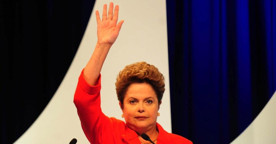 1º.set.2014 - Dilma Rousseff (PT), candidata à reeleição, fala durante debate dos candidatos à Presidência da República promovido pelo UOL, Folha de S. Paulo, SBT e a rádio Jovem Pan, nesta segunda-feira (1º), no estúdio do SBT,em São Paulo. Participam Dilma Rousseff (PT), candidata à reeleição, Marina Silva (PSB), Aécio Neves (PSDB), Pastor Everaldo (PSC), Luciana Genro (PSOL), Levy Fidelix (PRTB) e Eduardo Jorge (PV)