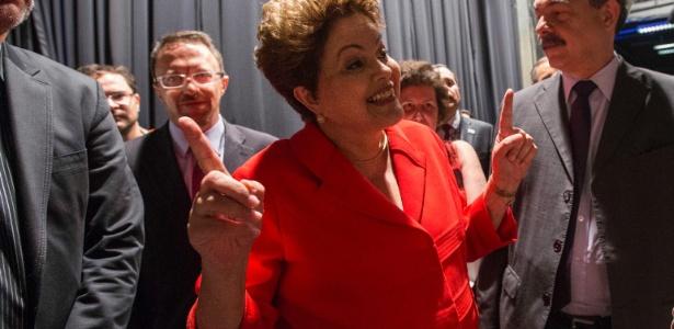 Em mês complicado, Dilma prepara contraofensiva para recuperar popularidade
